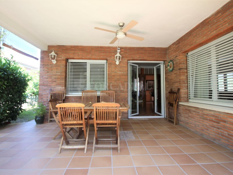 Casa amb jardí i piscina en venda a Canovelles 2