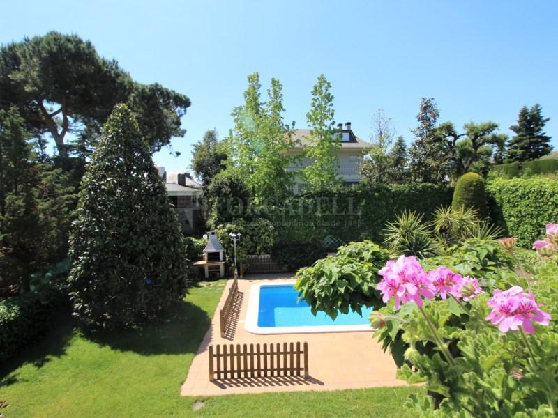 Casa amb jardí i piscina en venda a Canovelles 24