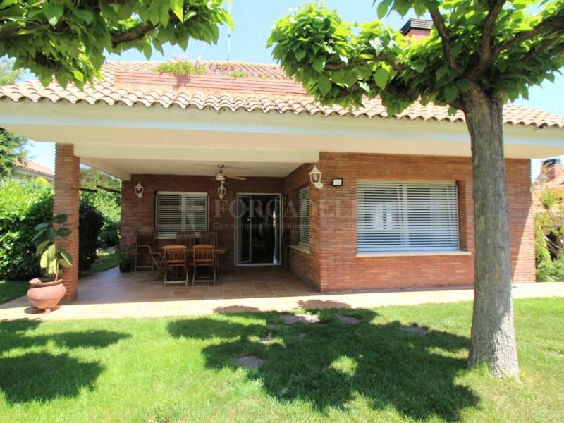 Casa amb jardí i piscina en venda a Canovelles 25