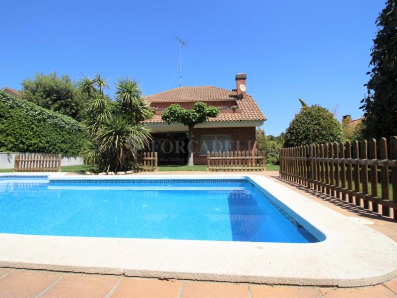 Casa amb jardí i piscina en venda a Canovelles 27