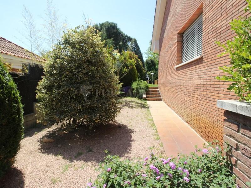 Casa amb jardí i piscina en venda a Canovelles 29