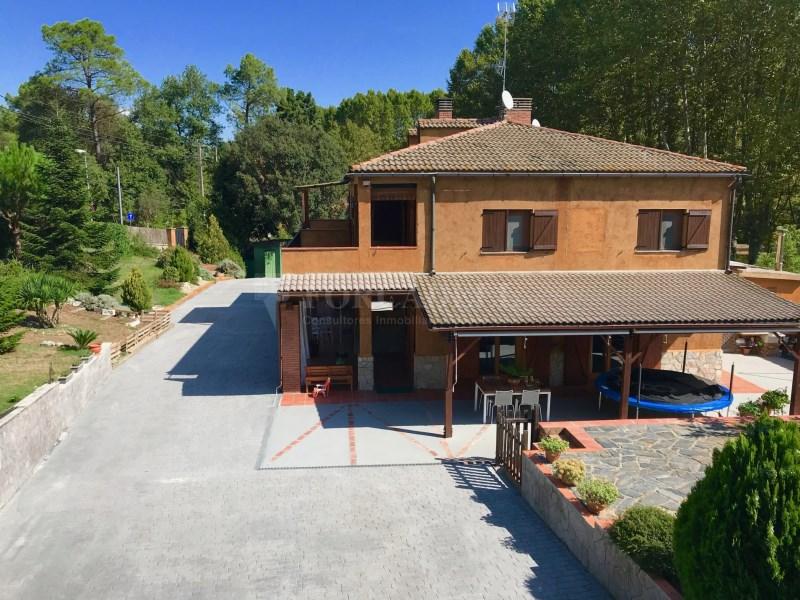 En venda 2 cases independents amb piscina a Sant Celoni 20