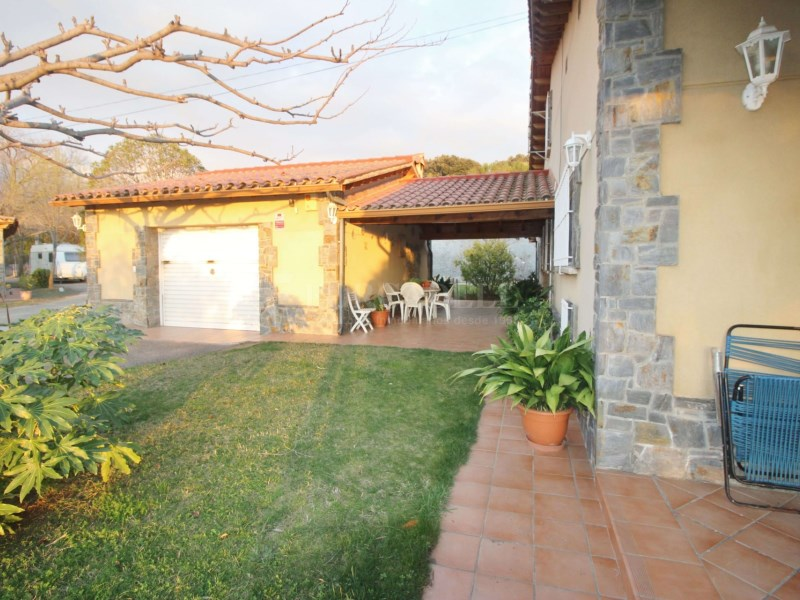 Gran casa en venda amb pista de tenis a Cànoves i Samalús