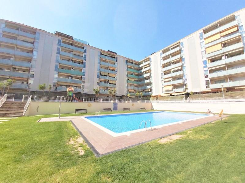 Bonic pis seminou de 70m² amb piscina i plaça d'aparcament