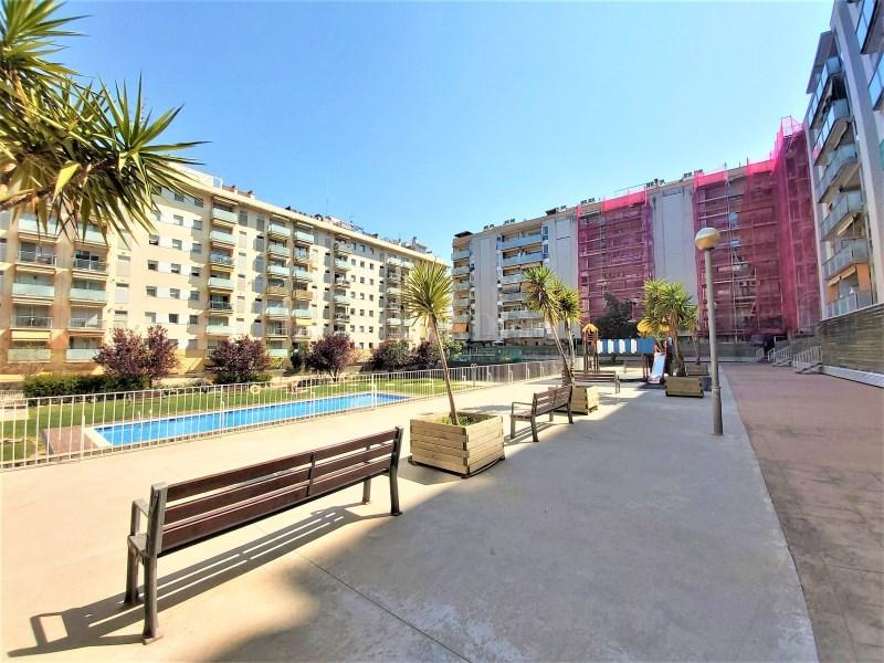 Bonic pis seminou de 70m² amb piscina i plaça d'aparcament 15