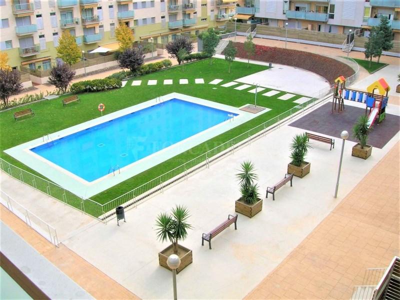 Bonic pis seminou de 70m² amb piscina i plaça d'aparcament 17