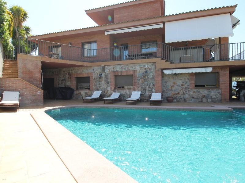 Magnífica casa amb piscina en venda a Ullastrell