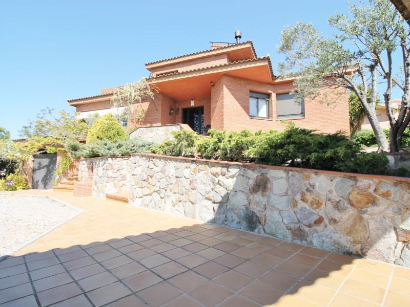 Magnífica casa amb piscina en venda a Ullastrell 2