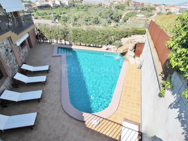 Magnífica casa amb piscina en venda a Ullastrell 7