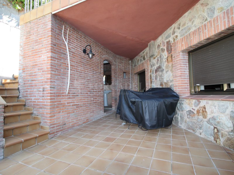 Magnífica casa amb piscina en venda a Ullastrell 75