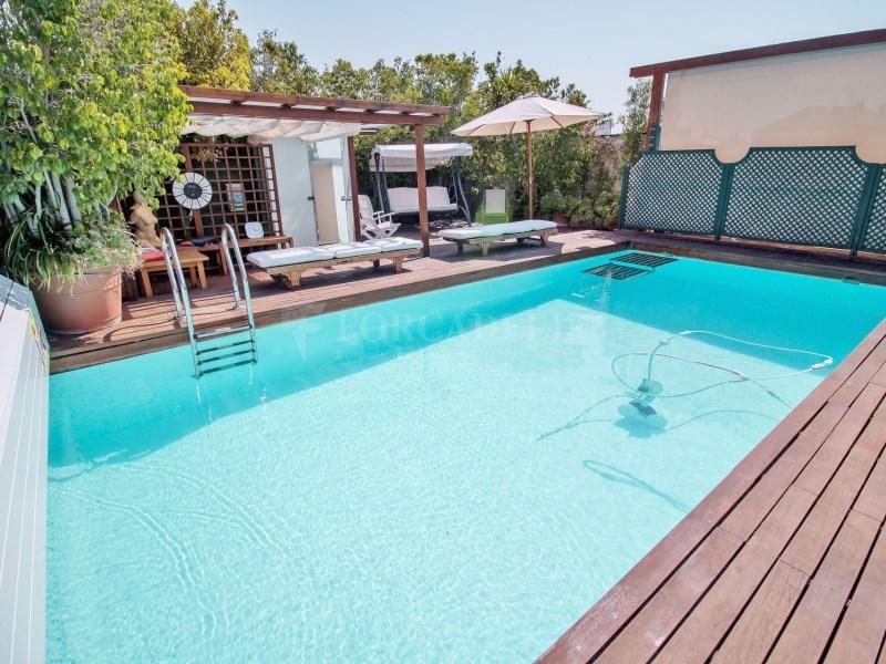 Àtic en Turó Park amb piscina privada i terrassa enjardinada