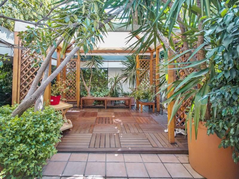 Àtic en Turó Park amb piscina privada i terrassa enjardinada 3