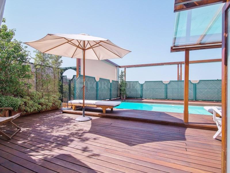 Àtic en Turó Park amb piscina privada i terrassa enjardinada 2