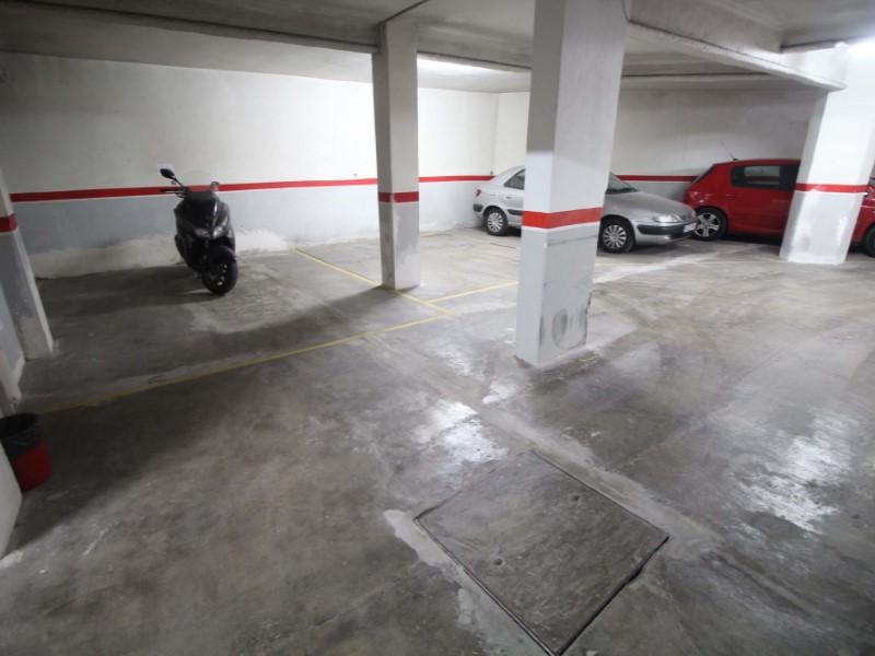 Plaça d'aparcament en venda a Sants, Barcelona.