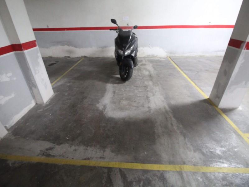 Plaça d'aparcament en venda a Sants, Barcelona. 2