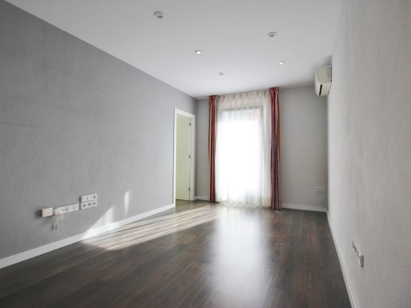 Cozy renovated apartment for sale located in Galileu street