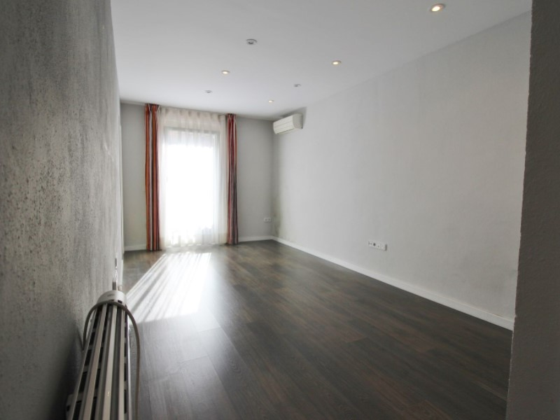 Cozy renovated apartment for sale located in Galileu street 4