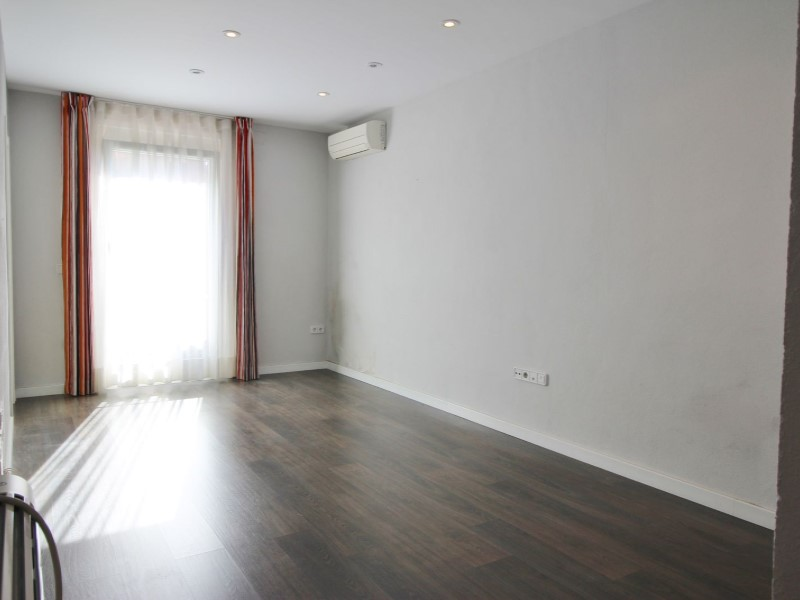 Cozy renovated apartment for sale located in Galileu street 5