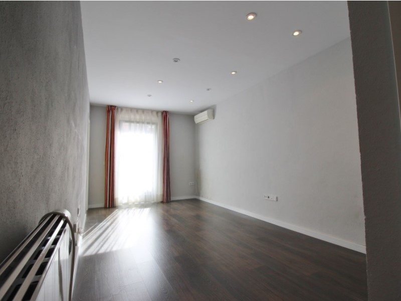 Cozy renovated apartment for sale located in Galileu street 6