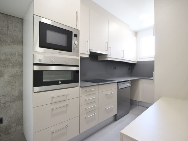 Cozy renovated apartment for sale located in Galileu street 8