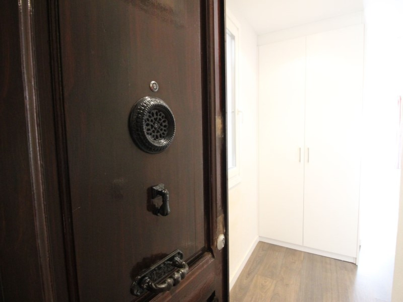 Cozy renovated apartment for sale located in Galileu street 28
