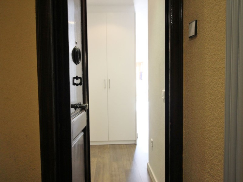Cozy renovated apartment for sale located in Galileu street 29