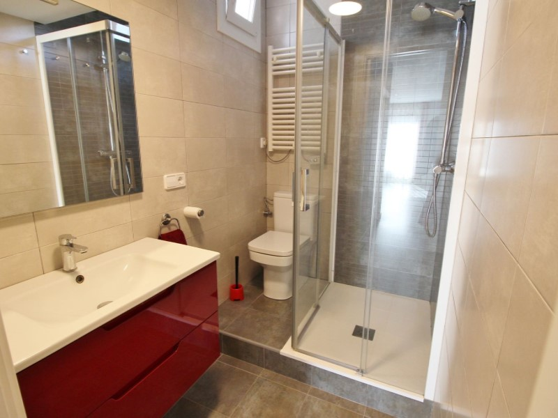 Cozy renovated apartment for sale located in Galileu street 23