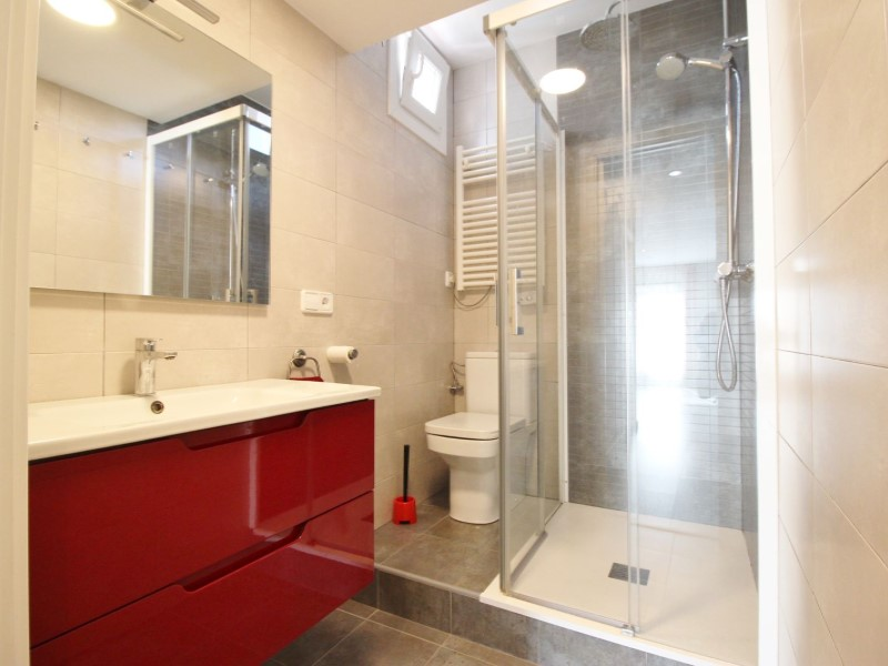Cozy renovated apartment for sale located in Galileu street 24