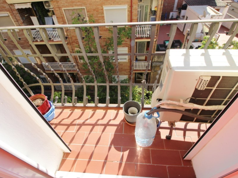 Cozy renovated apartment for sale located in Galileu street 26