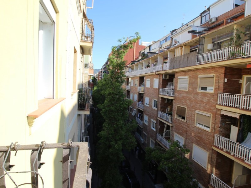 Cozy renovated apartment for sale located in Galileu street 27