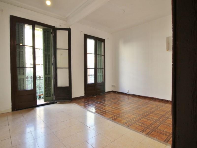 Fantastic apartment for sale located on Entença 3