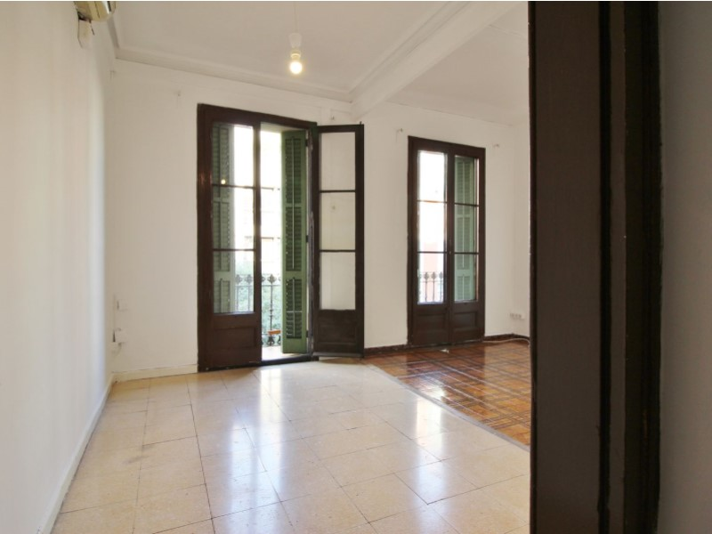 Fantastic apartment for sale located on Entença 4