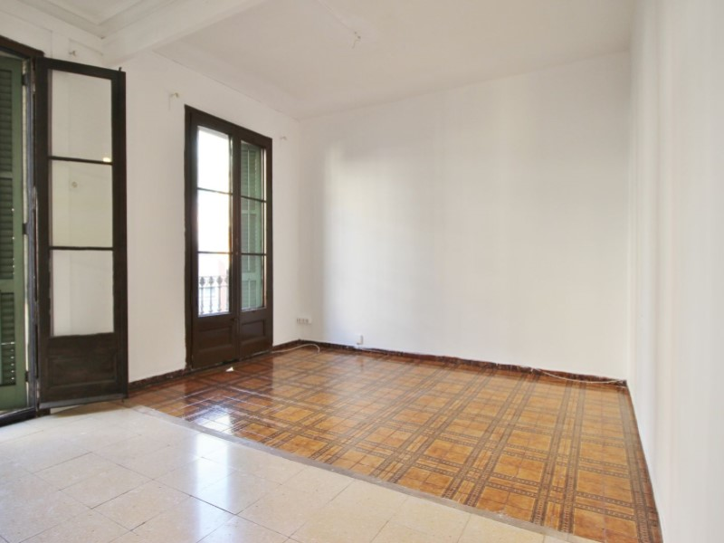 Fantastic apartment for sale located on Entença