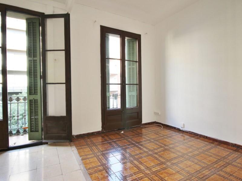 Fantastic apartment for sale located on Entença 5