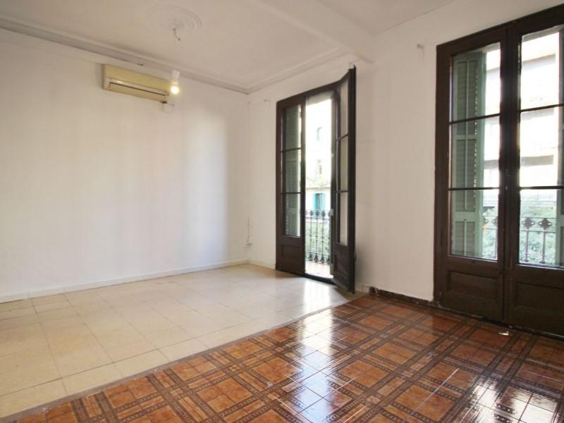 Fantastic apartment for sale located on Entença 2