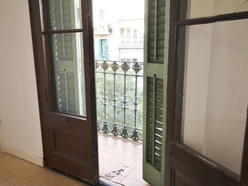 Fantastic apartment for sale located on Entença 6