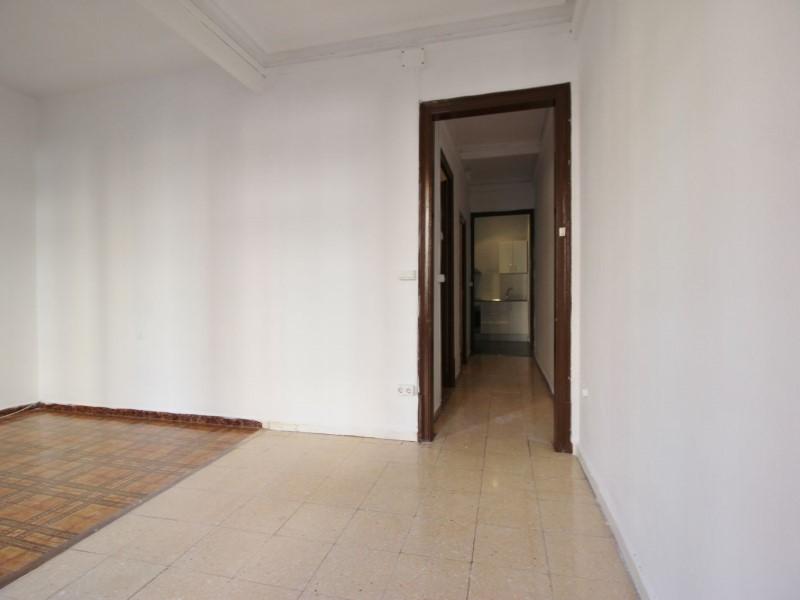 Fantastic apartment for sale located on Entença 8