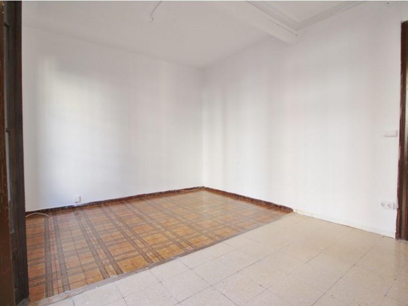 Fantastic apartment for sale located on Entença 7