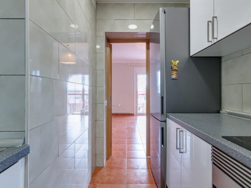 Fantàstic i lluminós pis per a entrar a viure en el barri de la Bordeta 11