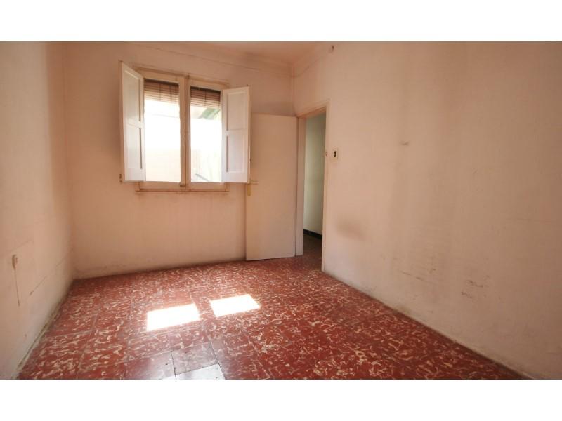 Àtic en venda per a reformar situat al carrer Noguera Pallaresa 7