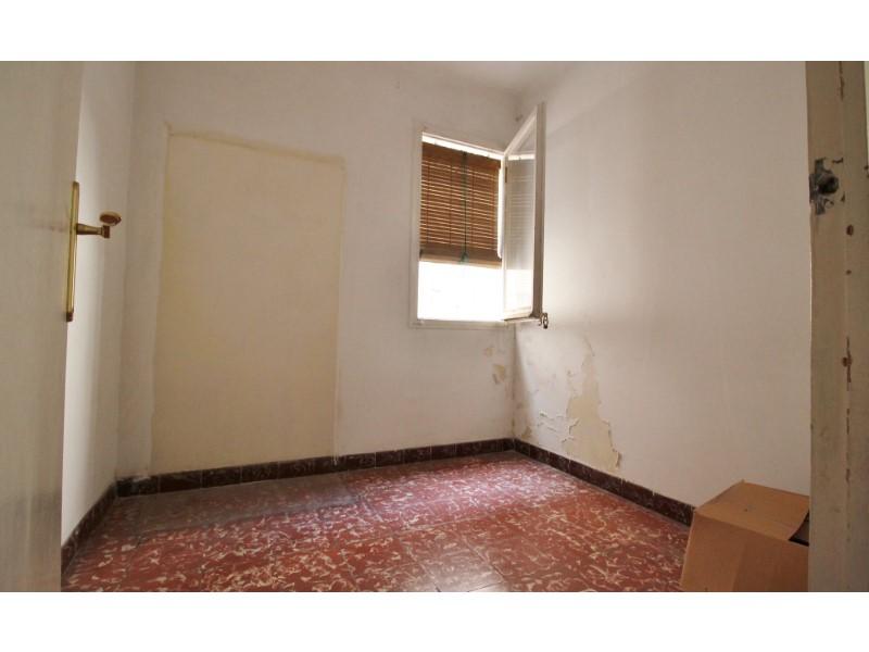 Àtic en venda per a reformar situat al carrer Noguera Pallaresa 9