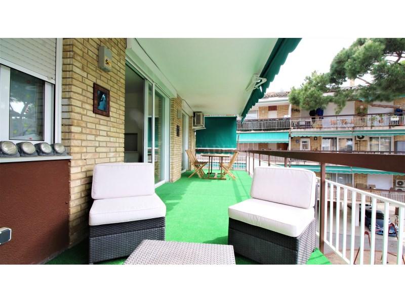 Fantástico piso de 3 habitaciones con piscina, parking y trastero en Gavà 3