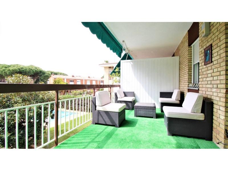 Fantástico piso de 3 habitaciones con piscina, parking y trastero en Gavà 17