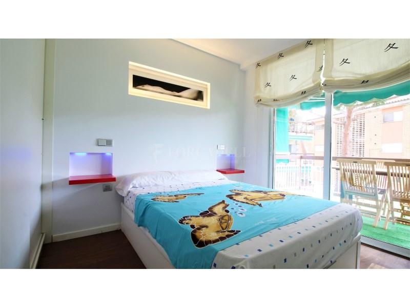 Fantástico piso de 3 habitaciones con piscina, parking y trastero en Gavà 22