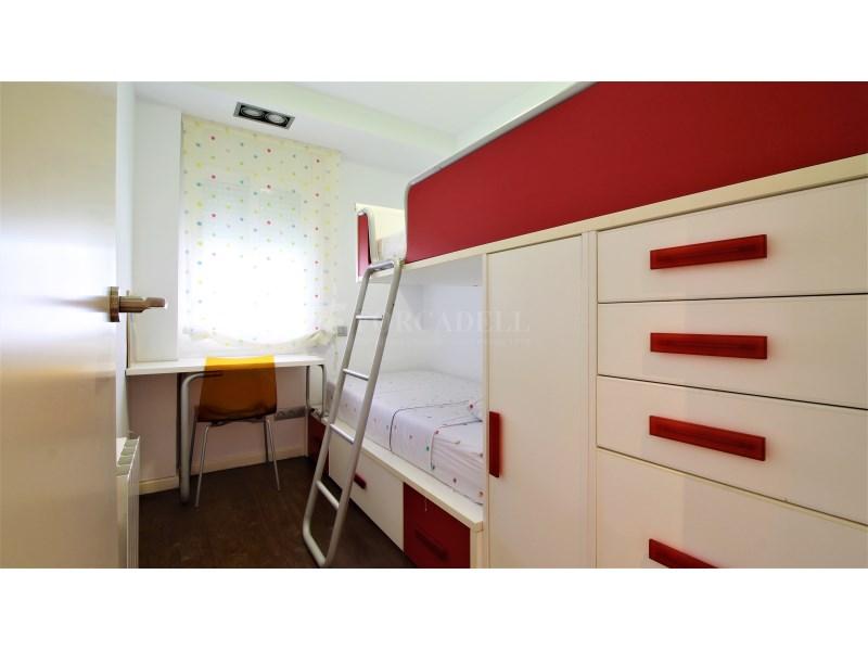 Fantástico piso de 3 habitaciones con piscina, parking y trastero en Gavà 28