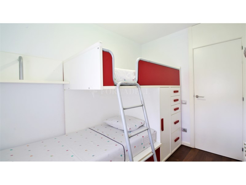 Fantástico piso de 3 habitaciones con piscina, parking y trastero en Gavà 29