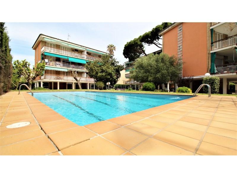 Fantástico piso de 3 habitaciones con piscina, parking y trastero en Gavà 33