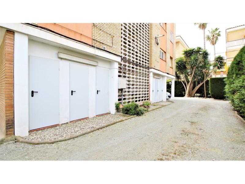 Fantástico piso de 3 habitaciones con piscina, parking y trastero en Gavà 35