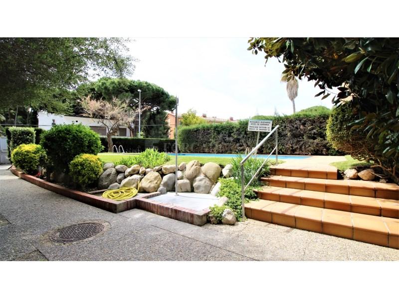 Fantástico piso de 3 habitaciones con piscina, parking y trastero en Gavà 36