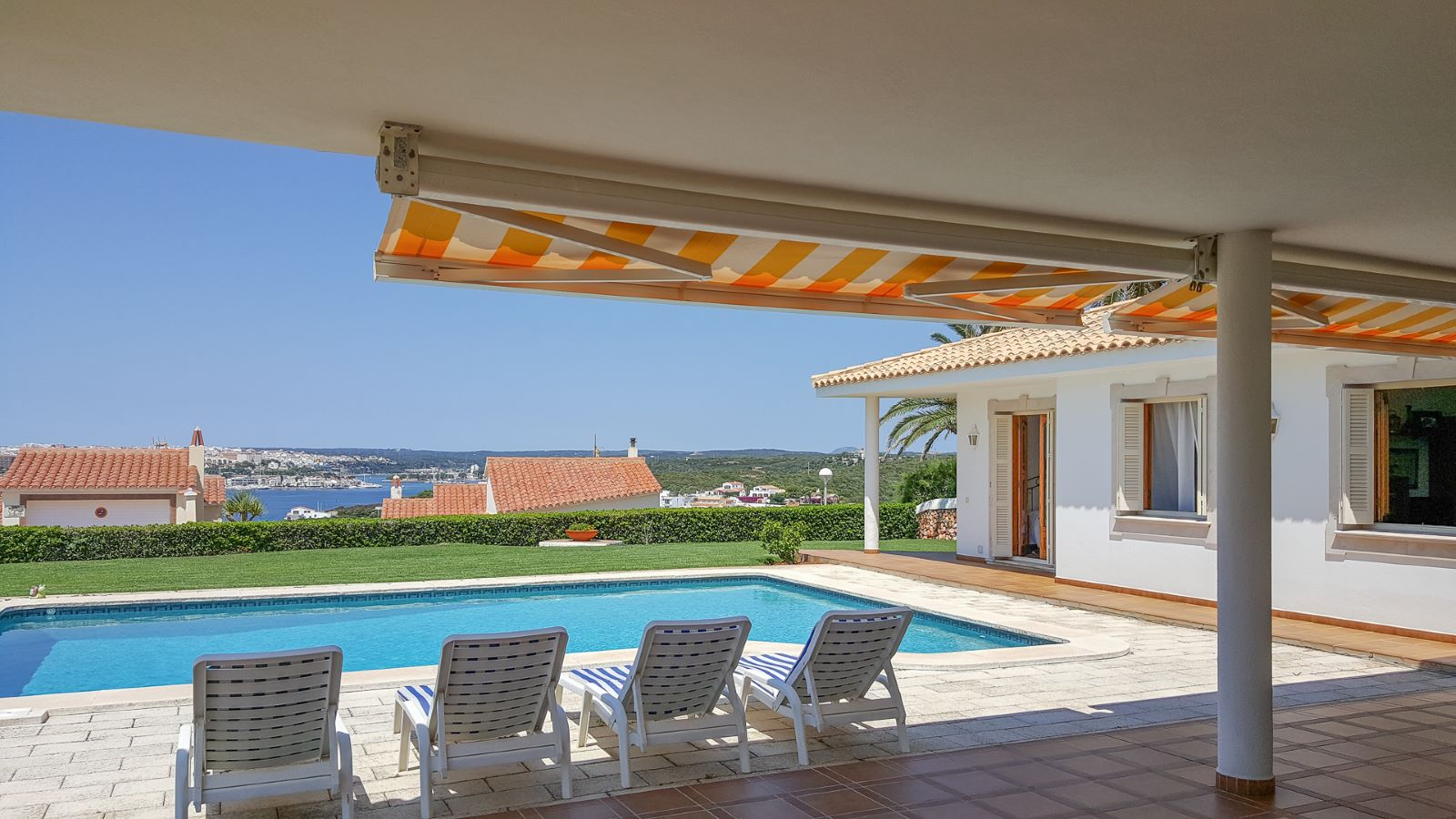 Villa in Cala Llonga Ref: M8571 2